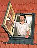 Распашное мансардное окно 66х98 Fakro FW