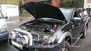 Упоры (амортизаторы) капота для Mitsubishi L200 / Pajero Sport (2008 г. -)