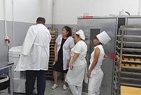 Процесс обучения персонала предприятия по изготовлению хлебобулочных изделий работе на тестомесильной машине