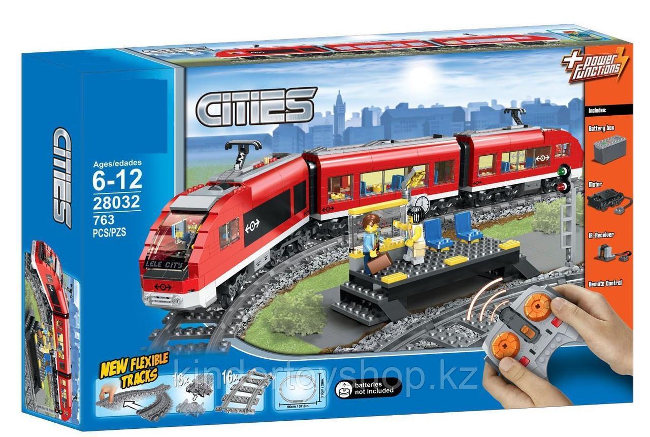 Конструктор LELE Cities Красный пассажирский поезд 28032 (Аналог LEGO City 7938) 763 дет
