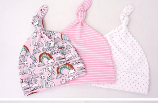 Шапочки для малышей 0-6 мес., цвет розовый, с радугой