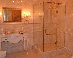 Мы производим душевые кабины, стеклянные перегородки для душа, ванной. Готовы сотрудничать с фитнес-центрами  и салонами красоты (изготовление перегородок для душевых и саун, спа зон).