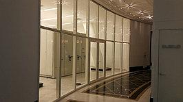 Все виды офисных перегородок из матового и прозрачного стекла. Такие перегородки отлично подойдут для интерьера любой квартиры и дома. Так же мы изготавливаем межкомнатные двери из стекла.