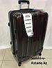 Большой пластиковый дорожный чемодан на 4-х колесах IT Luggage.Высота 77 см, длина 48 см, ширина 30 см.