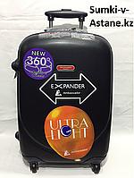 Маленький пластиковый дорожный чемодан на 4-х колесах Ambassador.Высота 56 см длина 34 см ширина 24 см.Вес:3.5, фото 1