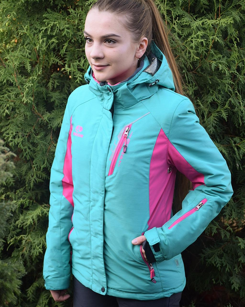 Женский горнолыжный костюм.