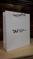Белые картонные пакеты с логотипом