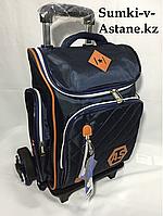 Школьный рюкзак на колесах в 1-й-3-й класс.Высота 44 см, длина 28 см, ширина 20 см.