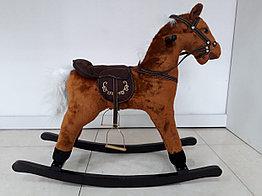 Лошадка-качалка для детей с мелодиями