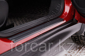 Накладки на внутренние пороги дверей Nissan Juke 2010-