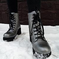 Зимние ботинки серые на каблуке