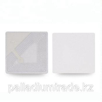 Этикетка радиочастотная 30 х 30 мм белая.