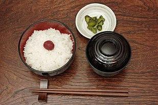 Ножи, чайники и кухонные аксессуары