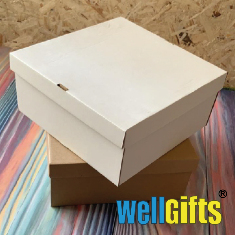 Подарочная картонная упаковка 15х15х10 см