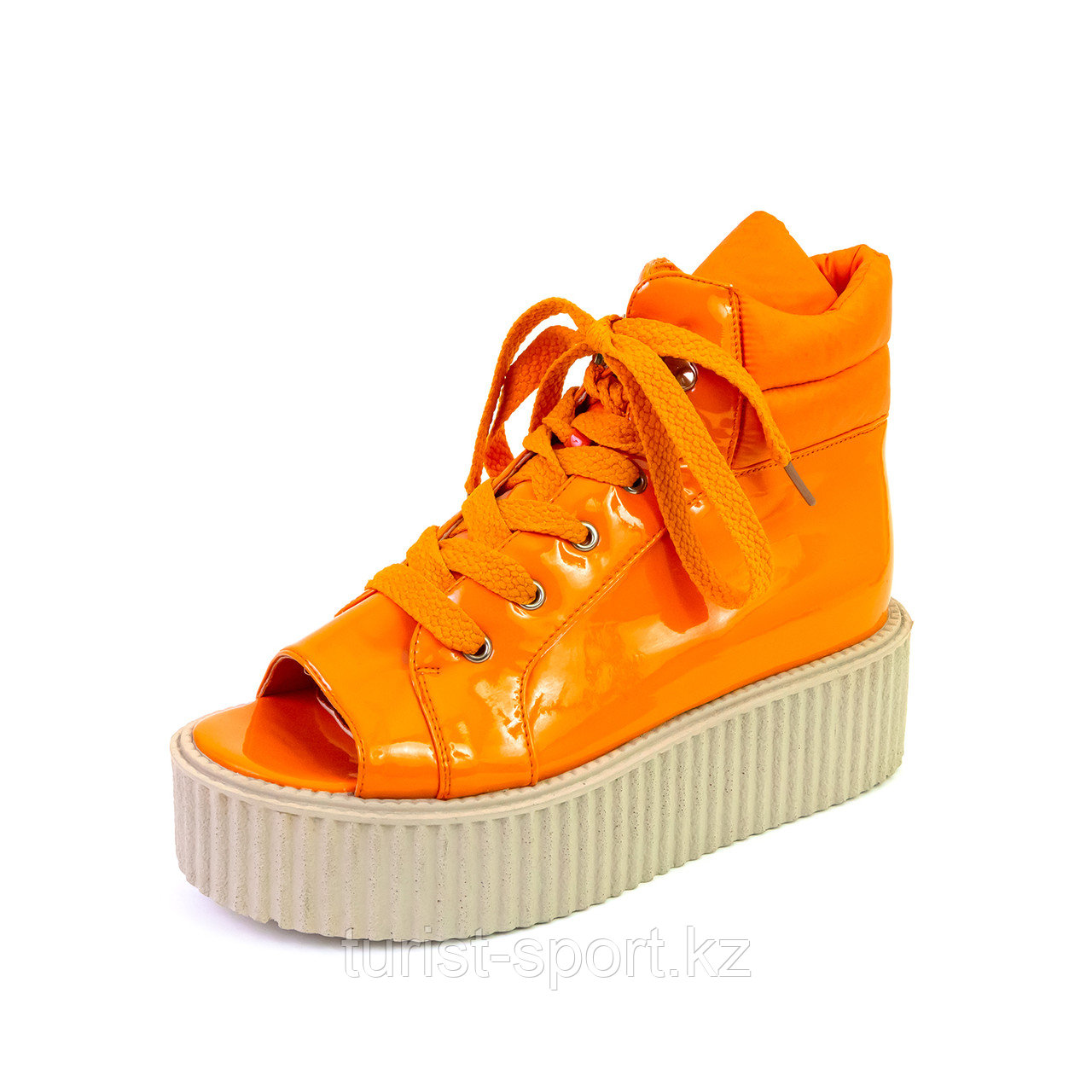 Ботинки женские со шнуровкой