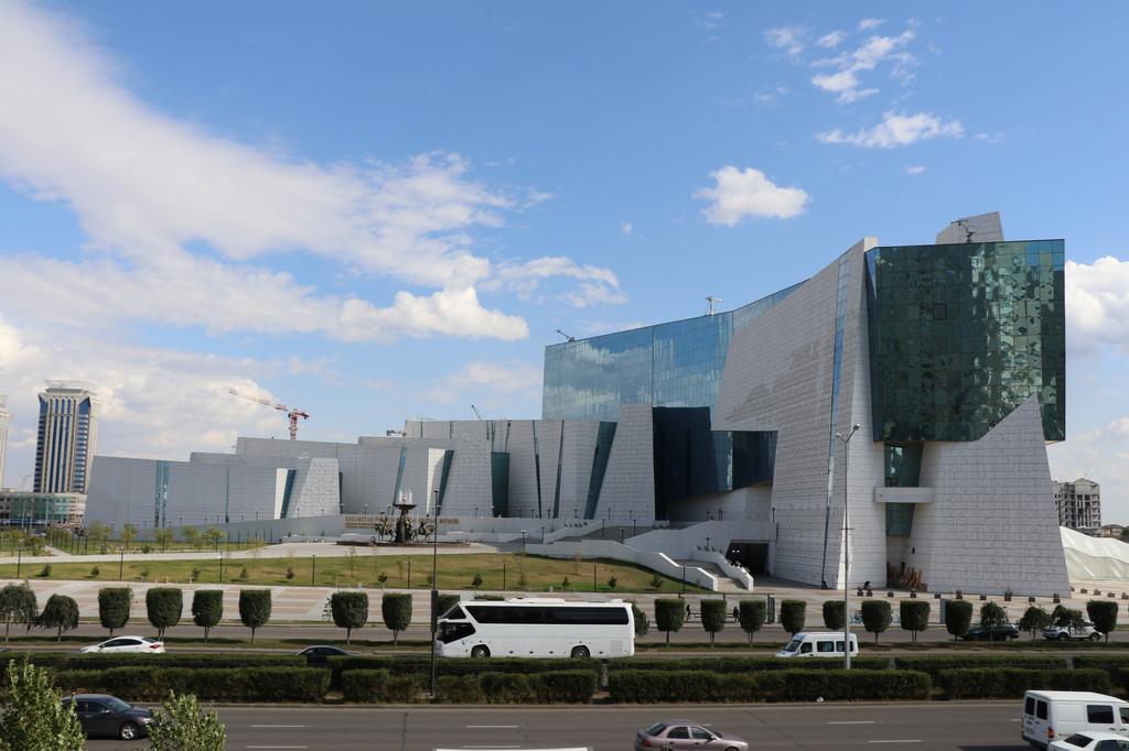 Покраска фасада здания национального музея истории Казахстана / 2014 год