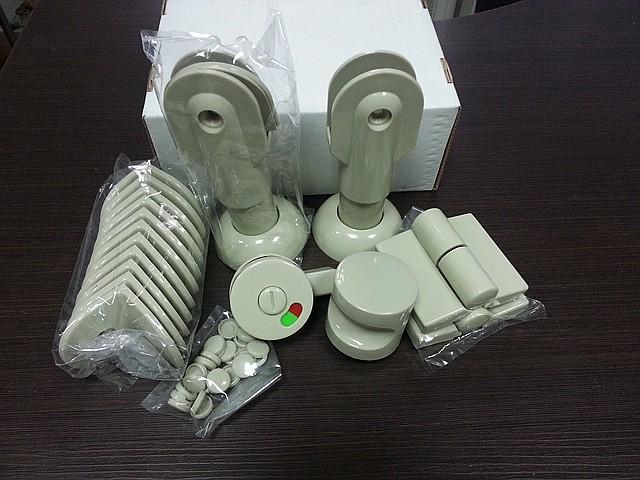 Фурнитура пластик для сантехнических перегородок