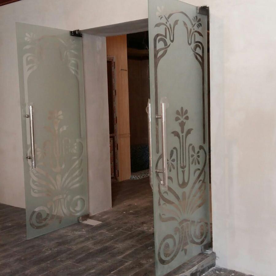 Стеклянные двери для магазинов и торговых центров