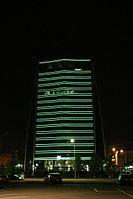Здание компании «КазМунайГаз». Оформление светодиодными трубками общей протяженностью около 4500 метров.