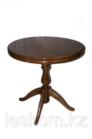 Стол круглый с точенной ногой.