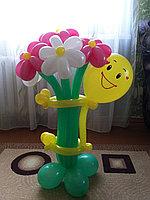 Фигуры из шаров в Павлодаре (Смайлик с букетиком), фото 1