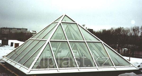 Стеклянные пирамиды