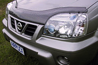 Мухобойка (дефлектор капота) Nissan X-trail (T30) 2001-2007 (Carbon)