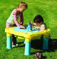 Столик для настольных игр на улице