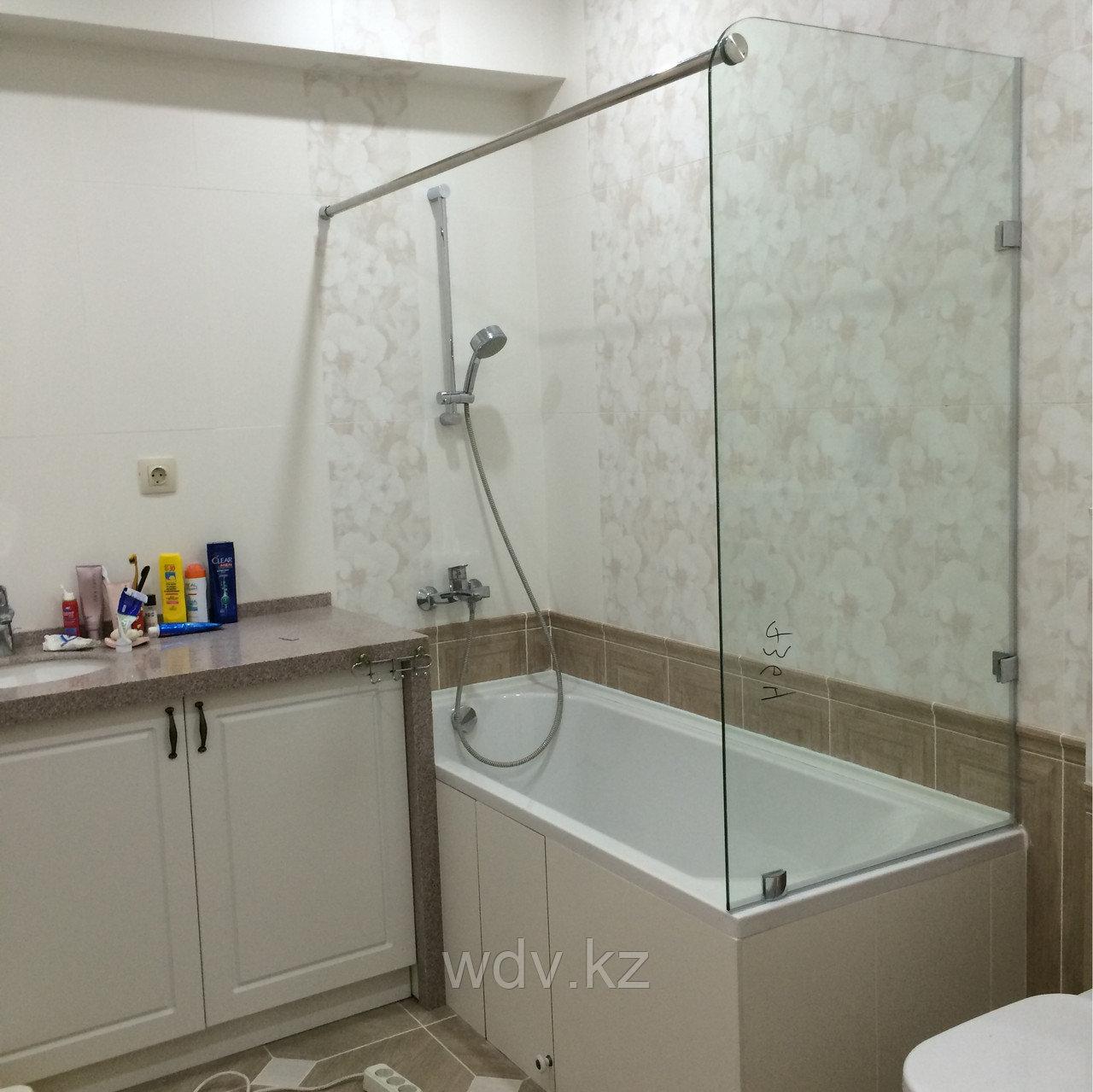 Шторка на ванную из стекла