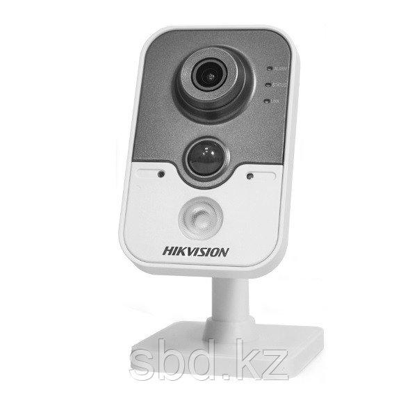 IP Камера видеонаблюдения Hikvision DS-2CD2452F-IW