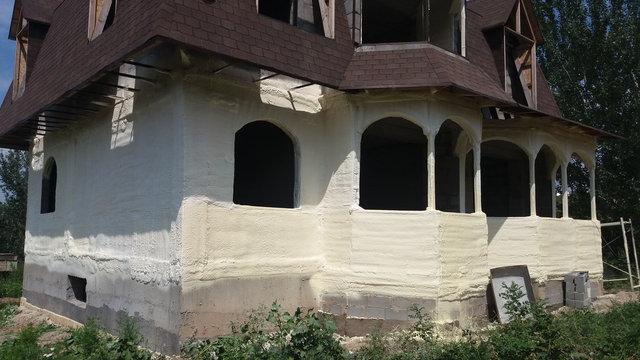 утепление первого этажа жилого дома по фасаду материалом ППУ(пена) толщиной нанесения 3см
