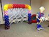 Футболист и ворота из шаров