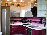 Современная глянцевая кухня в темно-алом  и белом цвете
