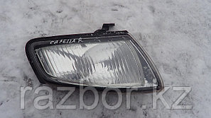 Поворотник передний правый Mazda Capella