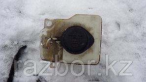 Бачок омывателя лобового стекла Toyota Caldina ST195