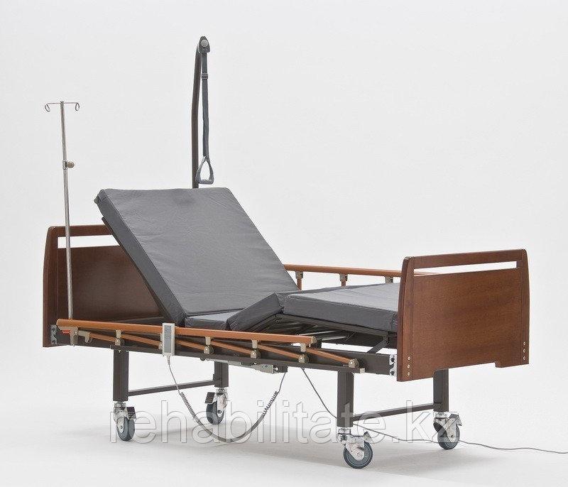 Кровать для лежачих больных с электроприводом, серия Домашний уход DB-7 WOOD (Дельта-7)