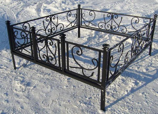 Железная оградка на могилу
