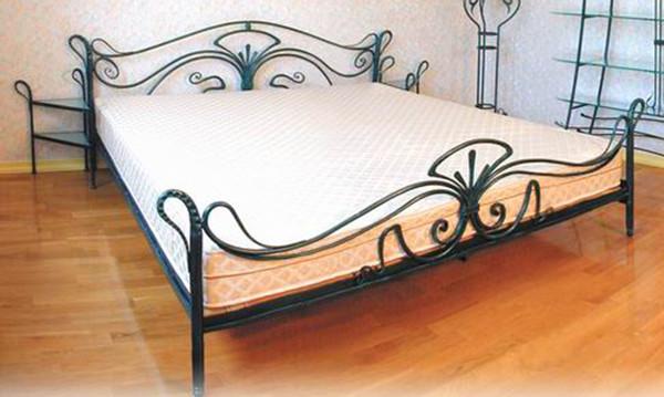 Кованая круглая кровать