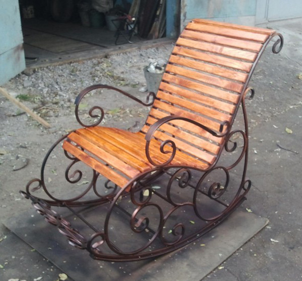 Двойное кованое кресло качалка