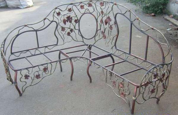 Комплект кованого дивана со столом