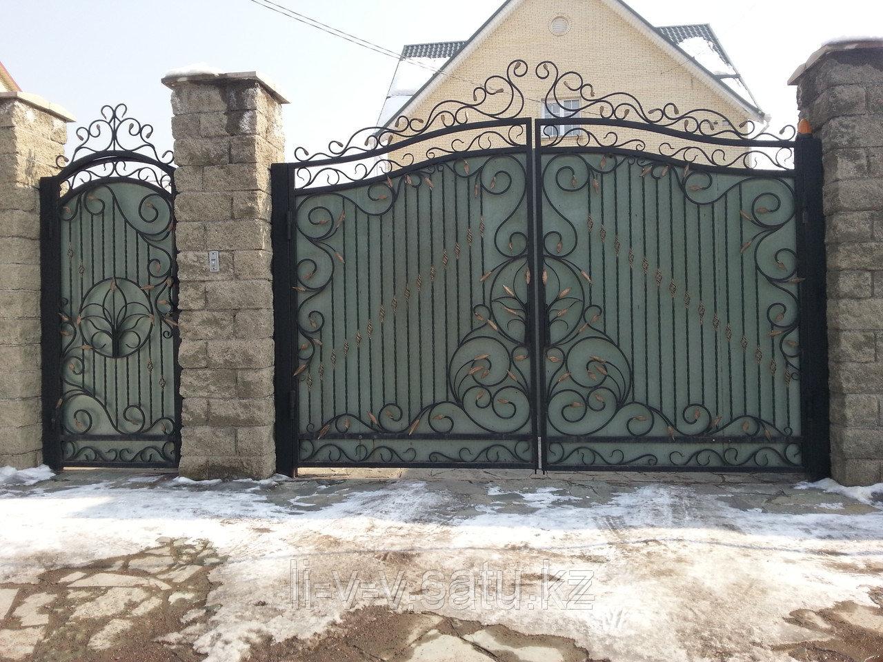 Кованые ворота с аркой