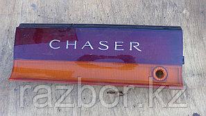 Фонарь в крышку багажника центральный Toyota Chaser (90)