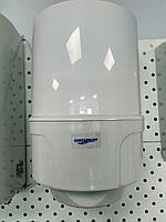 Диспенсер для рулонных бумажных полотенец с центральной вытяжкой