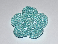 Цветок пятилепестковый вязаный - голубой