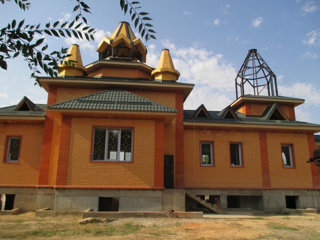 Строиться Церковь в поселке Карой( недалеко от Чапаевки) г. Алматы