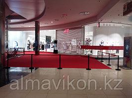 Сеть магазинов H&M. Нами были предоставлены ленточные ограждения (парфлексы) для открытия магазинов в г.Алматы и г.Астана.
