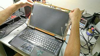 Замена матрицы на достаточно редком нынче ноутбуке Asus VX7 Lamborghini.  10