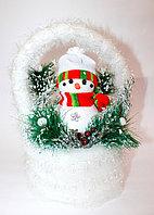 Новогодний снеговик в белой корзинке, 30 см