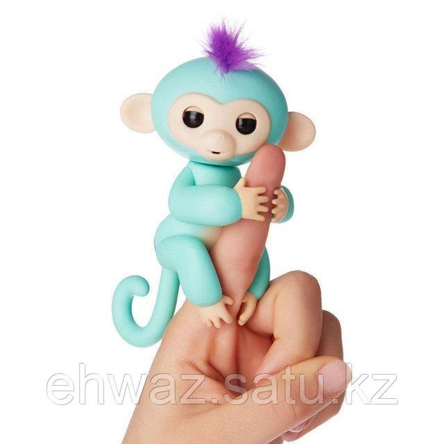 Обезьянка Fingerlings на пальчик Прилипунцель Зоя