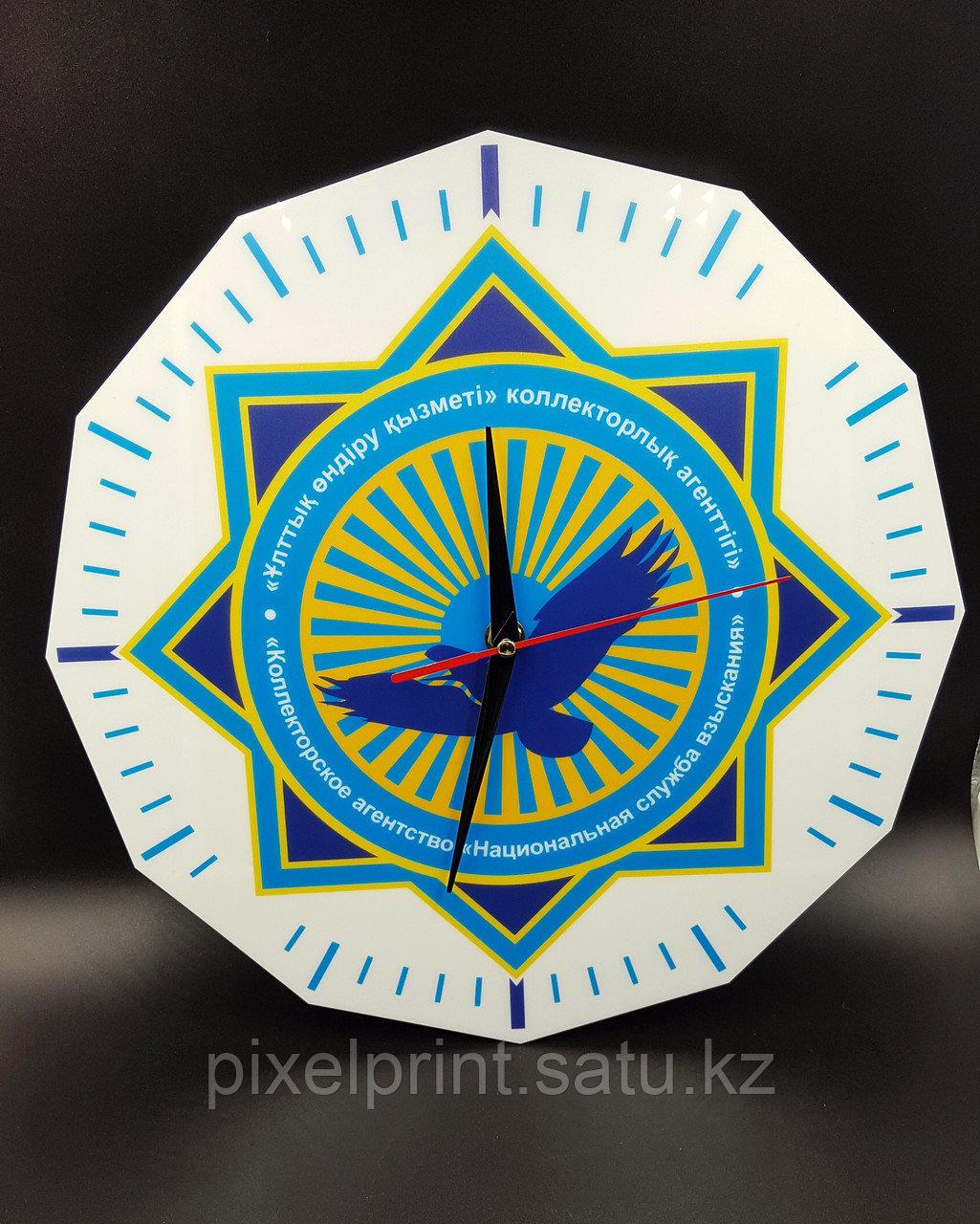 Настенные часы с логотипом компании